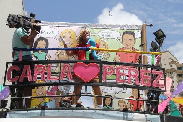Carla Perez em trio elétrico (Foto: Gabriel Rangel, Daniel Delmiro e Wesley Costa / AgNews)
