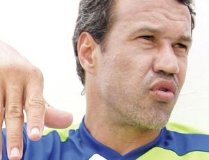 Romerito, atacante do Goianésia (Foto: Benedito Braga/O Popular)