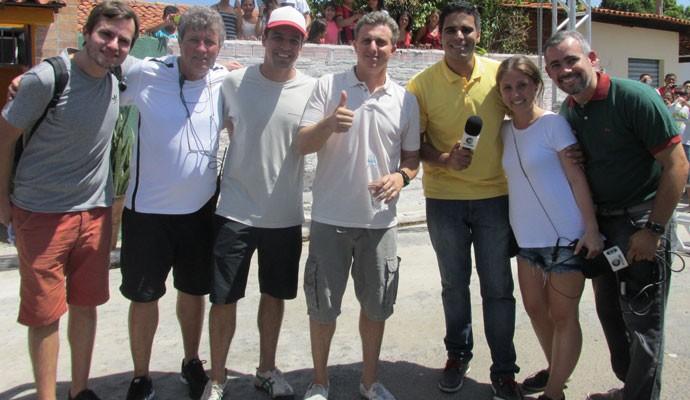 Luciano Huck com a equipe da Rede Clube e produtores de seu programa (Foto: Laurivânia Fernandes/Gshow)