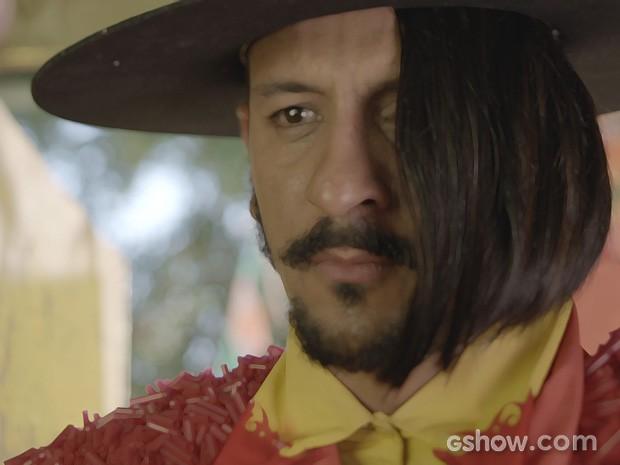 Zelão fica abalado com o convite da boniteza  (Foto: Meu Pedacinho de Chão/TV Globo)
