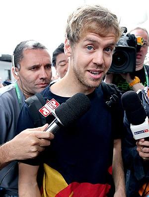 Vettel chegada boxes GP Brasil (Foto: EFE)