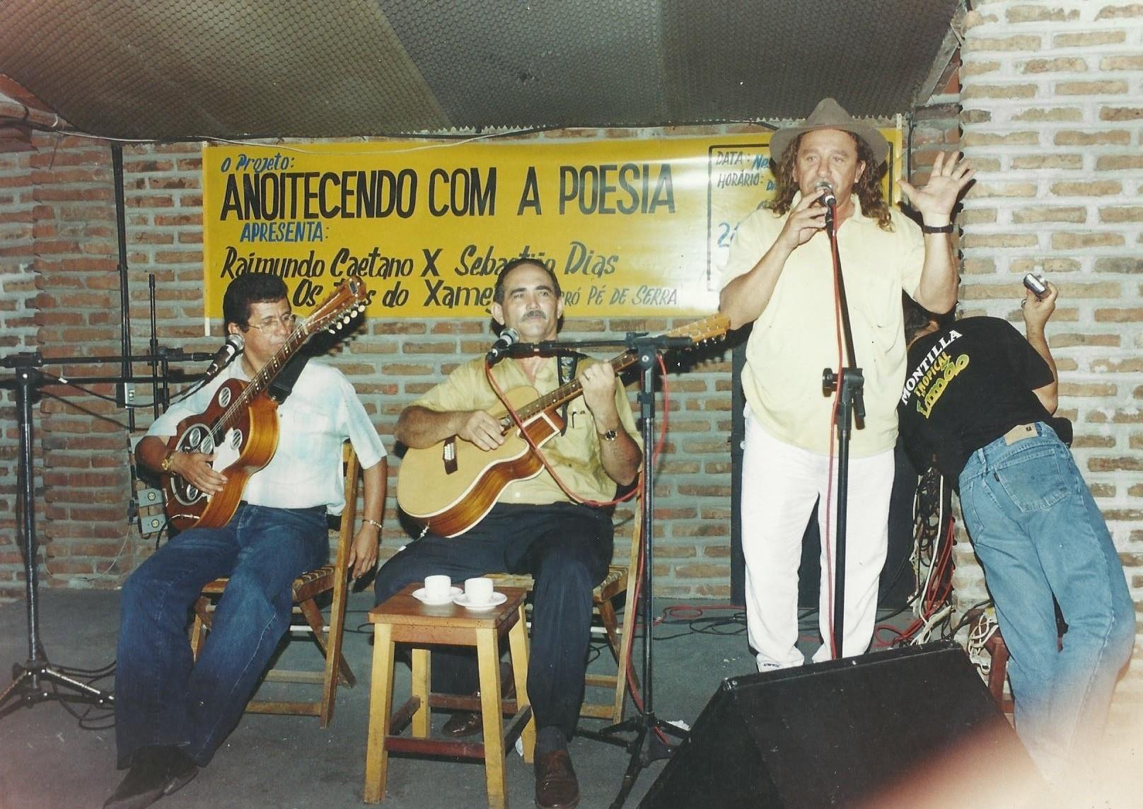 Apresentação do violeiro cantador Raimundo Caetano (à esquerda) (Foto: Raimundo Caetano/ Arquivo Pessoal)