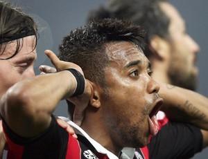Robinho gol Milan (Foto: EFE)