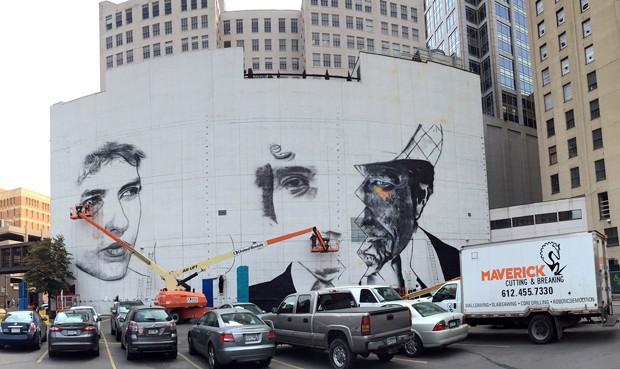 Início da pintura de mural de Eduardo Kobra em homenagem a Bob Dylan nos EUA (Foto: Divulgação/Eduardo Kobra)