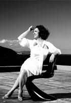 Aos 60 anos, Eliane Giardini fala de  beleza e diz que é cantada na rua