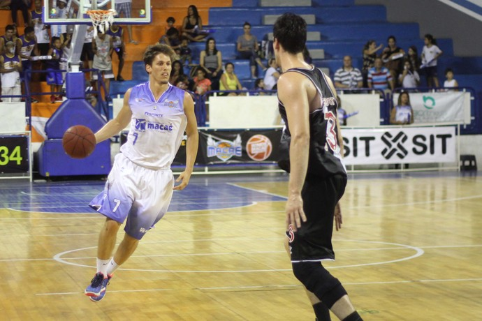 Macaé e Vasco duelam no Carioca de basquete (Foto: Raphael Bózeo / Macaé Basquete)