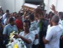 Corpo de cobrador que morreu após incêndio a ônibus é enterrado