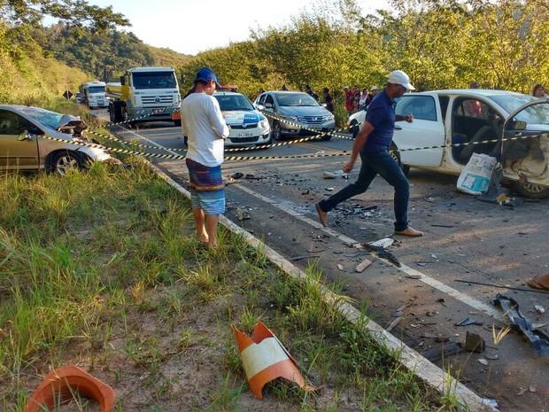 Acidente em Marataízes deixa mortos (Foto: VC no ESTV)