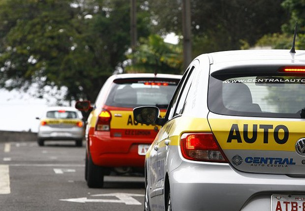 Carro de auto-escola para prova técnica para tirar CNH (Carteira Nacional de Habilitação); carta de motorista ;  (Foto: Reprodução/Facebook)