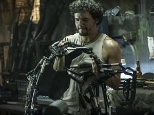 Wagner Moura vive o 'coiote' Spider na ficção científica 'Elysium' (Foto: Divulgação)