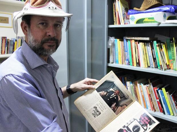 Wilson Seraine possui mais de 500 itens em sua coleção particular sobre Luiz Gongaza (Foto: Pedro Santiago/G1)