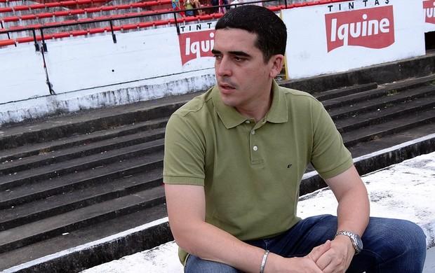 Constantino Júnior, diretor de futebol do Santa Cruz (Foto: Bruno Marinho / GloboEsporte.com)