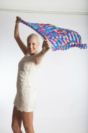 Vânia iniciou uma campanha para a doenção de lenços que serão distribuídos em hospitais de são José (Foto: Arquivo Pessoal/Vânia Mascarenhas)