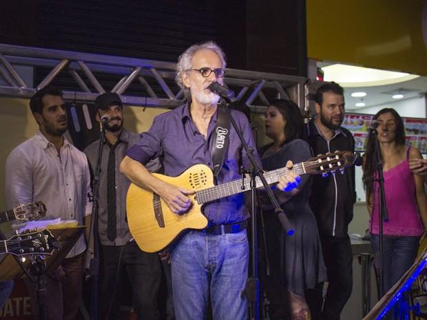 Renato Teixeira e os artistas do Coletivo Música Taubateana (Foto: Divulgação/ Almanaque Urupês)