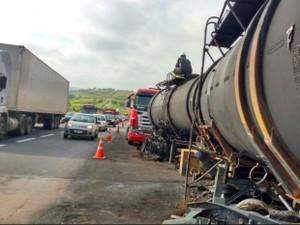 Acidente deixa tráfego lento na rodovia Dom Pedro (Foto: Rafael Fachim/TV TEM)
