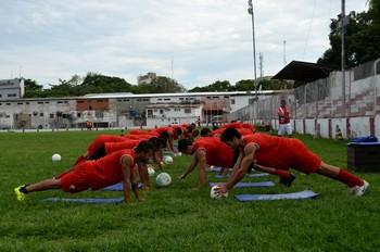 Rio Branco Sub-20 treina no José de Melo, na capital (Foto: Nathacha Albuquerque)