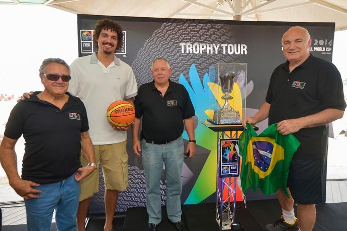 Varejão FIBA Basquete troféu (Foto: Divulgação / FIBA)