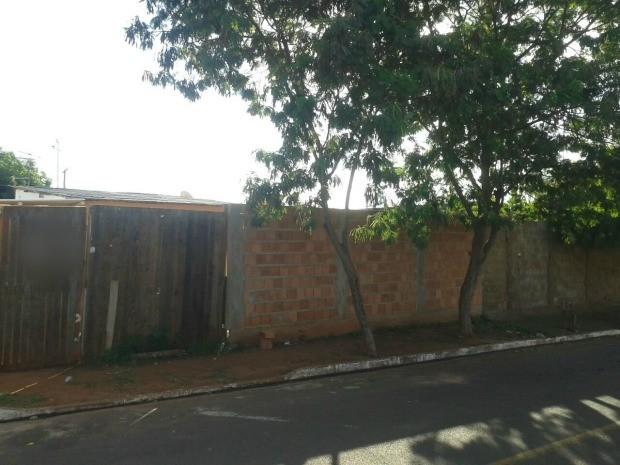 Travesti foi assassinada em bairro de Campo Grande (Foto: Jeferson Ageitos/TV Morena)