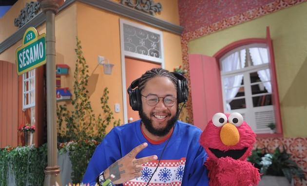Emicida gravou uma participação num dos novos episódios de 'Sésamo' (Foto: Divulgação)