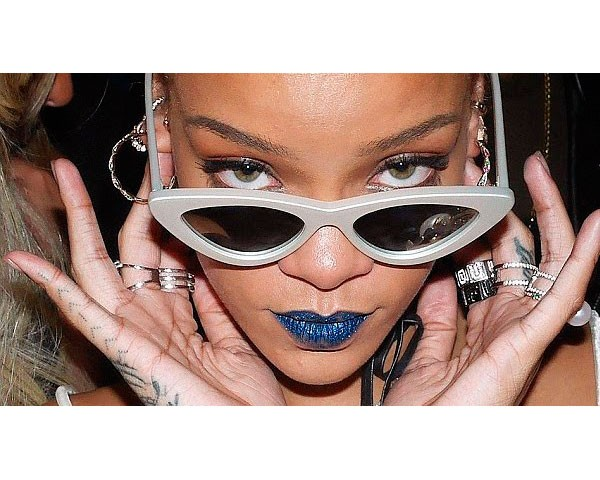 A cantora Rihanna é adepta do modelo The Last Lolita (Foto: Instagram)
