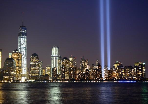 """Dois raios de luz chamados """"Tribute in Light"""" são ligados na noite do dia 11 de setembro todos os anos, desde 2002 (Foto: Thinkstock)"""