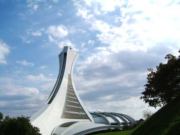 (Foto: reprodução / Wikimedia Commons / http://commons.wikimedia.org/wiki/File:Olympic_Stadium_Montr%C3%A9al_-_Home_of_the_1976_Olympic_Games.jpg)