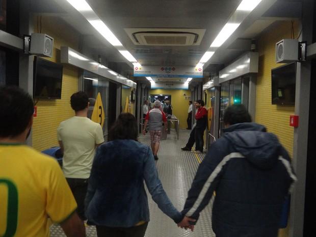 Estação BRT, no Derby, quase vazia por volta da 1h do domingo (15) (Foto: Luna Markman/G1)
