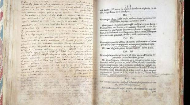 256e750317 Casa de leilões britânica vende livro de Isaac Newton por R  12