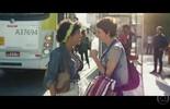 Michele passa por constrangimento no ônibus e Catarina a ajuda