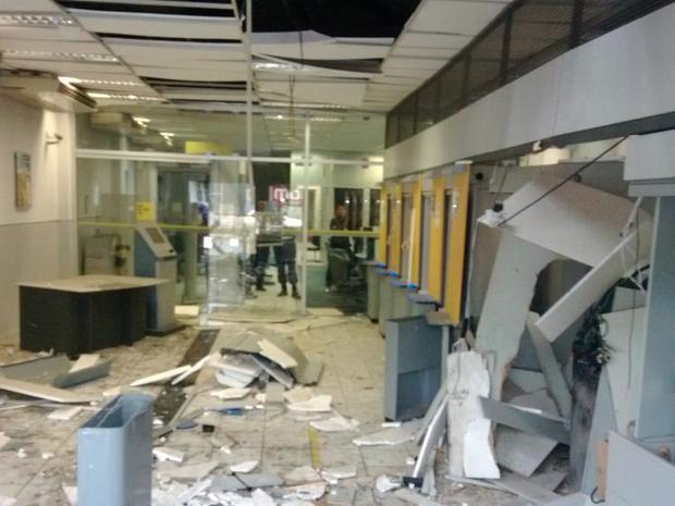 Após cometer o crime, os bandidos fugiram e ainda não foram localizados. (Foto: Franklin Portugal/TV Asa Branca)