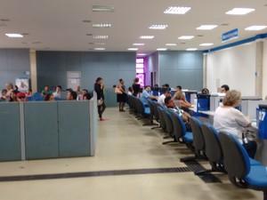 Em Palmas funcionários do administrativo foram remanejados para auxiliar no atendimento (Foto: Gabriela Lago/G1)