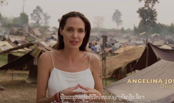 "Angelina Jolie no trailer de ""First They Killed My Father"" (Foto: Reprodução)"
