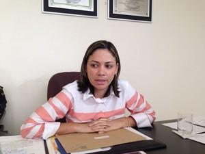Flávia Cavalcate (PMDB) apóia protesto de servidores (Foto: Michelle Farias/ G1)
