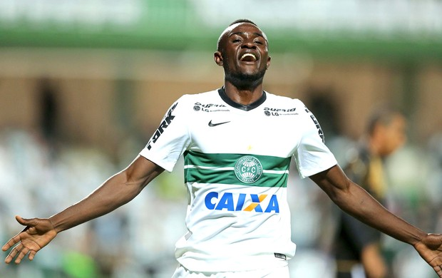 Joel comemora gol do Coritiba contra o Botafogo (Foto: Getty Images)
