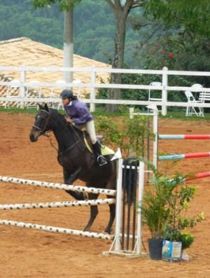 A amazona Carolina Chuluck salta Calinka na prova de 1,10m (Foto: Liz Santo Macedo)