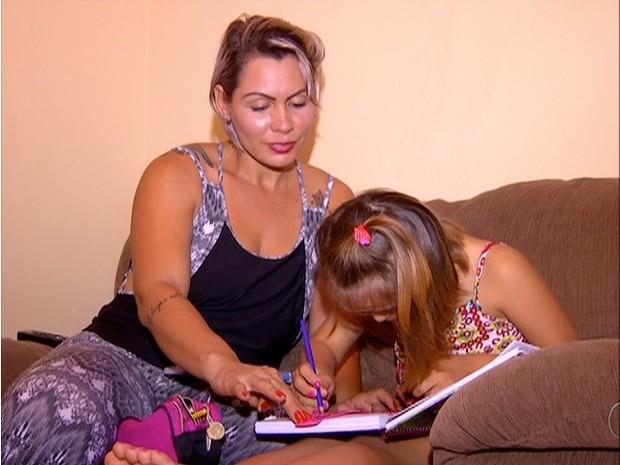 Menina com Síndrome de Down não consegue vaga em escola de Palmas (Foto: Reprodução/TV Anhanguera)