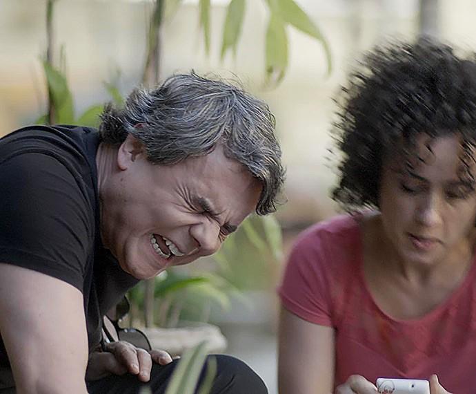 Evandro acaba levando a pior (Foto: TV Globo)