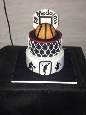 O bolo do aniversário do ex-BBB Fernando Medeiros (Foto: Aline Nobre/EGO)