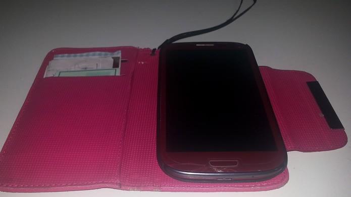Recomenda-se a utilização de cases para proteger os smartphones, principalmente se suas telas já estiverem rachadas (Foto: Reprodução/Daniel Ribeiro)