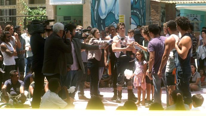 Salete é apoiada em manifestação (Foto: TV Globo)