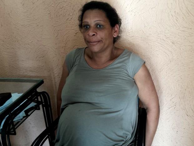Elisângela Aparecida Messias está grávida de 8 meses e perdeu tudo em Bento Rodrigues. Agora ela quer uma casa para estar com o filho Heitor que vai nascer (Foto: Raquel Freitas/G1)