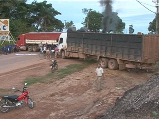 Manifestantes interditam a Transamazônica. (Foto: Reprodução/TV Liberal)