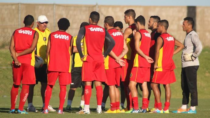 Pedrinho Albuquerque comanda primeiro treino no Globo FC (Foto: Kaline Rodrigues/Divulgação)