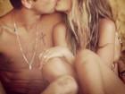 Yasmin Brunet dá beijo apaixonado no namorado e posta foto