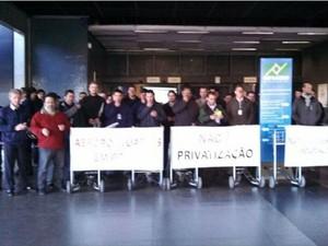 Funcionários protestam no Afonso Pena desde o início da manhã (Foto: George Lanconi / Arquivo pessoal)