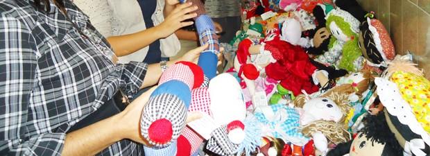 Bonecas produzidas por detentas da Penitenciária de Recuperação Feminina Maria Júlia Maranhão, em João Pessoa (Foto: Divulgação/Seap)