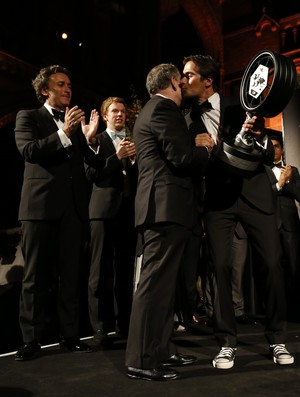 Presidente da FIA, Jean Todt entregou o troféu da Fórmula E para Nelsinho Piquet