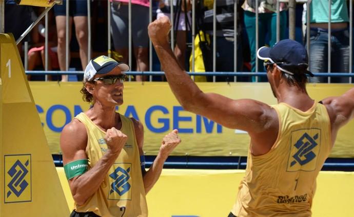 Emanuel e Ricardo batem Pedro e Evandro no Circuito Brasileiro (Foto: Divulgação / CBV)