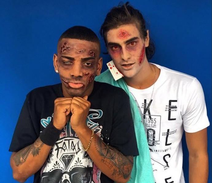 Nego do Borel e Bruno Montaleone aparecem irreconhecíveis maquiados de zumbi (Foto: Arquivo Pessoal)