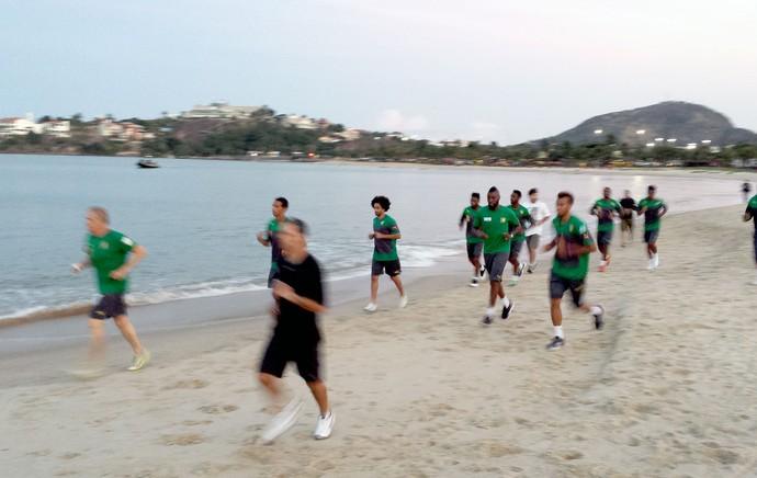 treino de Camarões na praia (Foto: Bruno Marques)